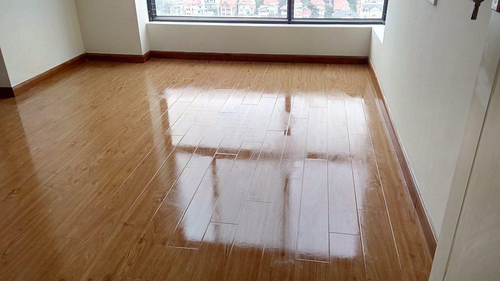 cách làm sàn gỗ bóng bằng giấm